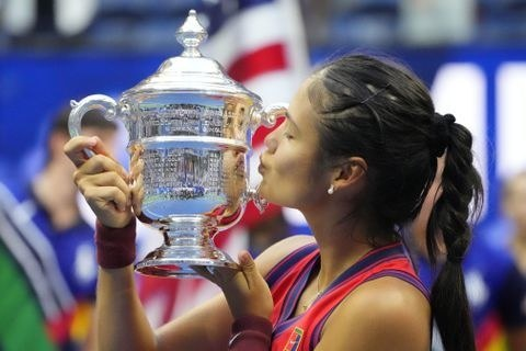 Queen leads celebrations at Raducanu''s stunning US Open win