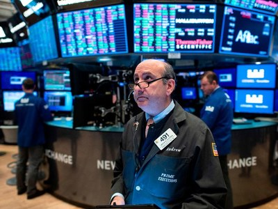 US stocks close higher again despite widespread protests