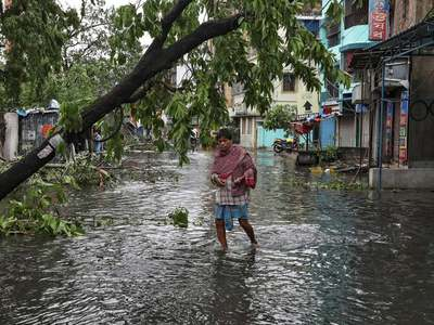 Mumbai streets deserted as India's biggest city braces for cyclone