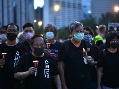 Hong Kong protesters defy Tiananmen vigil ban and enter park