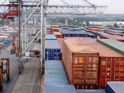 US April trade gap jumps to $49.5bn on record export drop