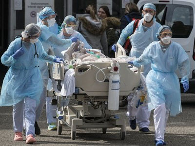 More than 900 US virus deaths in past 24 hours: tracker