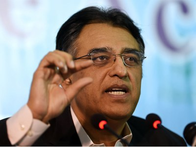 NCOC to increase 1000 beds with oxygen supply in major cities: Asad Umar