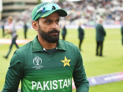 Hafeez tests negative just day after PCB positive result for COVID-19