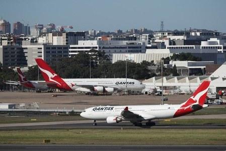Qantas raises $940 million to counter coronavirus, shares slip