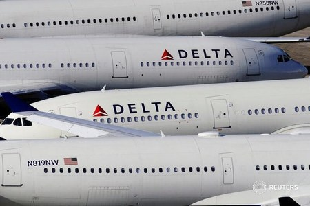 Delta will warn pilots about possible furloughs, offers early retirement