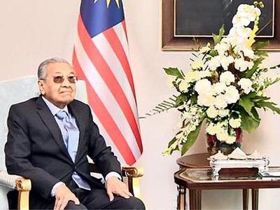 Mahathir backs new candidate for prime minister