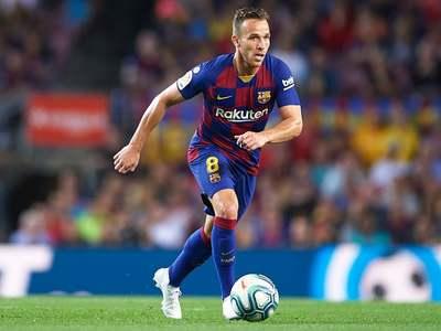 Barcelona announce Arthur's departure