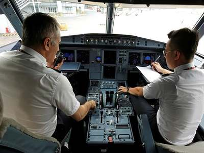 Pakistani pilots question government list of 'dubious' pilots