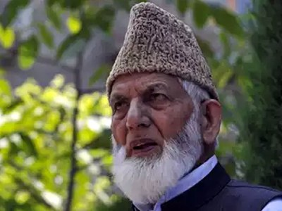 Syed Ali Geelani parts ways with APHC