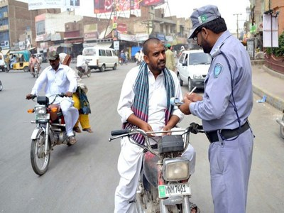 Not paying E-challans: Traffic wardens to impound vehicles