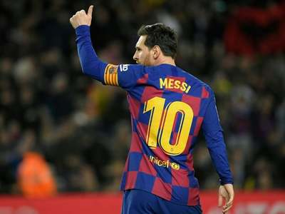 Messi scores 700th goal but Atletico draw dents Barca's title hopes