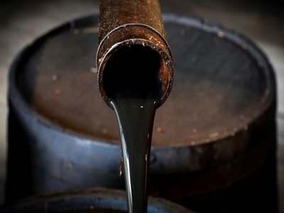 Oil falls below $43 on virus fears, still heads for weekly gain