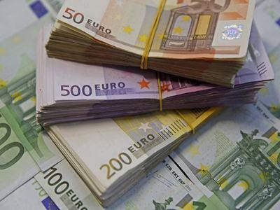 Euro zone bond yields edge down as sentiment stabilises