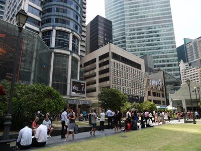 Singapore plunges into recession