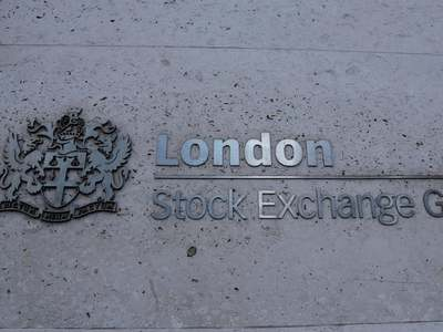 London stocks retreat on mixed earnings, Sino-US tensions