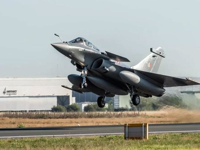 India uses arrival of new fighter jets to warn China