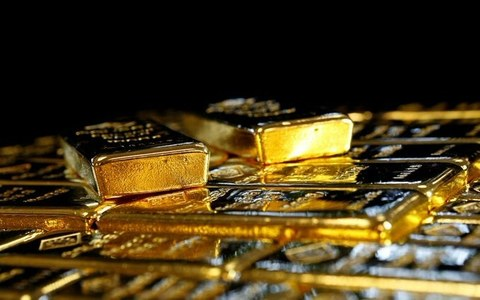 Gold soars to record high as virus fears lift safe-haven demand