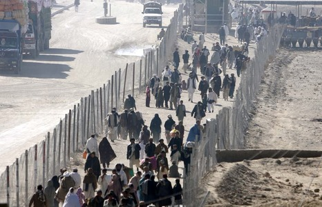 Chaman border open for pedestrian travel