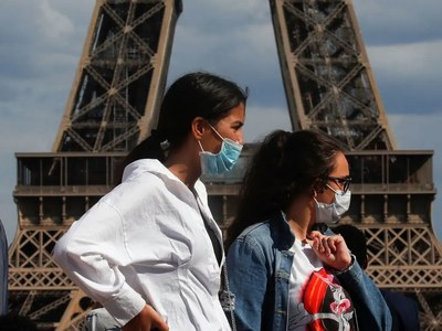 Scientists say France could lose control of virus 'at any moment'