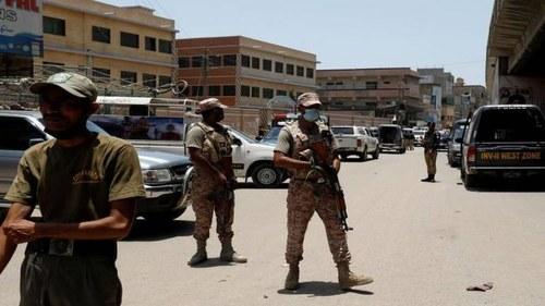 39 injured as attackers lob hand grenade at JI's Kashmir rally in Karachi