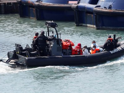 UK steps up plans to tackle migrant Channel crossings with new commander