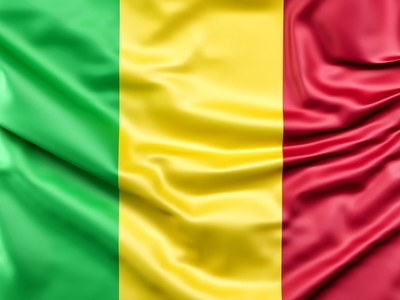 Mali swears in new judges in hope of calming crisis