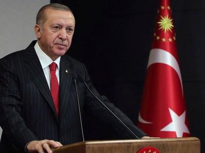 Turkey's Erdogan urges talks to defuse gas row with Greece