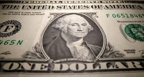 Dollar loses ground amid doubts about U.S. stimulus