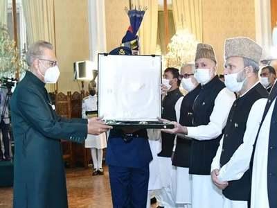President confers Pakistan's highest civil award on Syed Ali Gillani