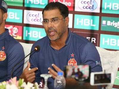 Waqar wants to 'stay on longer' after bad light delays in second Test
