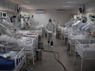 Post-blast Lebanon says hospitals nearly at COVID-19 capacity