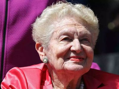 Tennis pioneer Angela Buxton dies aged 85