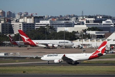 Qantas says Australian state border closures hampering recovery, posts $1.4 bln loss