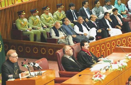 Govt overcame challenges putting country on path of development, President Alvi tells parliament