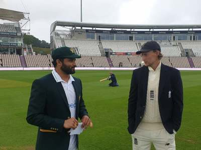 England win toss, opt to bat against Pakistan