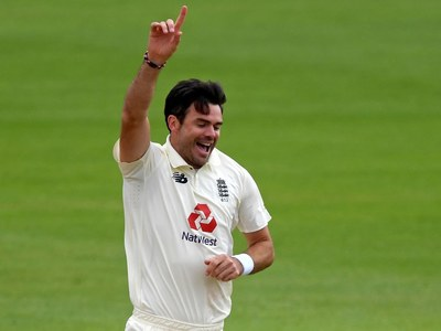 England's Anderson closes on 600 Test wickets as rain aids Pakistan