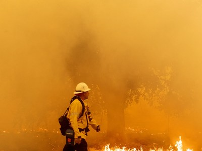 Firefighters tackle California fires covering 1 million acres