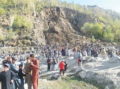 One killed, several injured in Diamer landslide