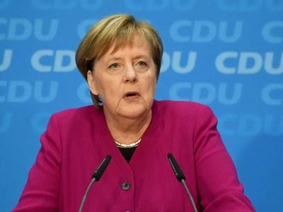 Merkel condemns 'shameful' virus parliament protest