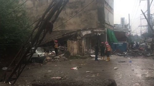 Six injured as building collapses in Lahore