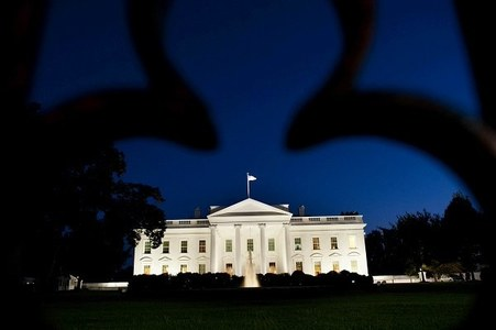 Serbia, Kosovo strike economic pact at White House