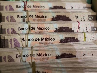 Mexican peso breaks winning streak, other Latam FX fall as dollar gains ground