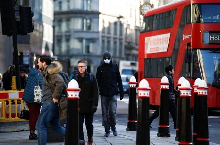 UK economy extends recovery from COVID crash, growth seen fading