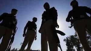 Despite being shot in head constable from Sindh Police kills, injures robbers
