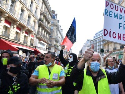 Low turnout at new French 'yellow vest' protests