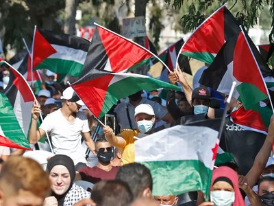 Palestinians call for protests at Arab-Israeli deals