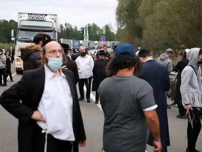 Hundreds of Hasidic Jews held up at Ukraine border over coronavirus