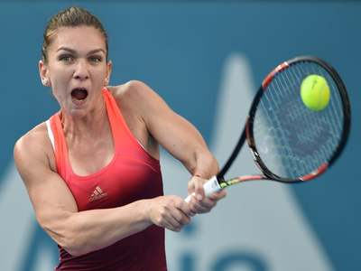 Halep advances in Rome despite sluggish start
