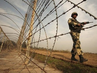 Two Pak Army soldiers martyred as Indian troops continue ceasefire violation along LoC